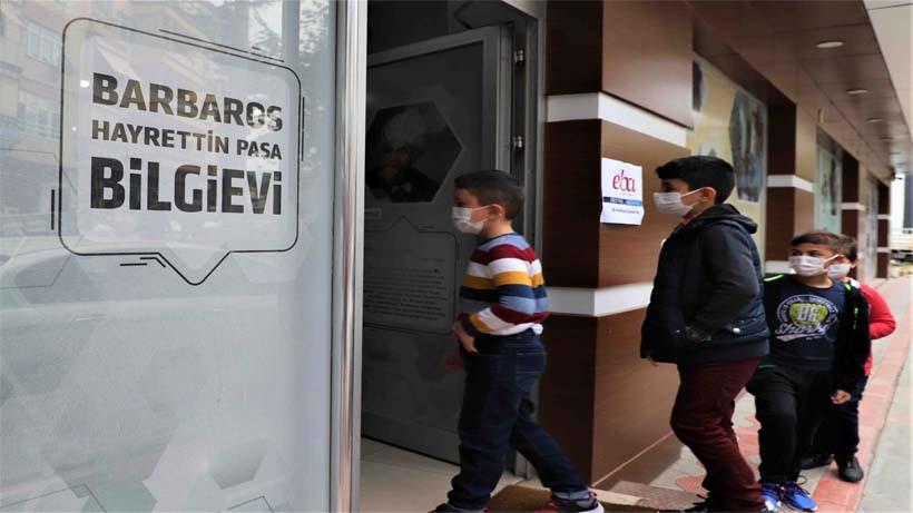 Büyükşehir'in eğitimde öncü hizmeti; Bilgievleri ve Akademi Liseler'de kayıtlar sürüyor