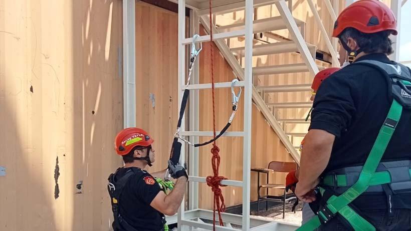 Büyükşehir personeline 'yüksekte güvenli çalışma' eğitimi verildi
