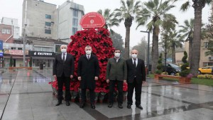 Pişmaniyeciler meydanına Atatürk çiçekli fotoğraf alanı