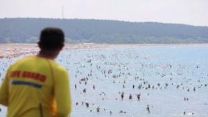 Sahillerde 218 kişi boğulmaktan son anda kurtarıldı