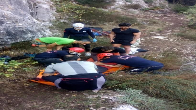 Yüksekten düşen dağcıyı itfaiye ekipleri kurtardı